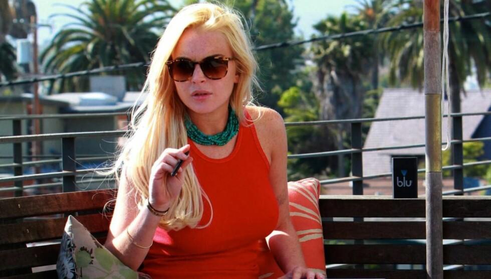 <strong>JOBBET HJEMME:</strong> Lindsay Lohan brukte mye av tiden under husarresten til å jobbe. Og hun spilte blant annet inn reklamefilm fra sitt hjem. Foto: All Over Press