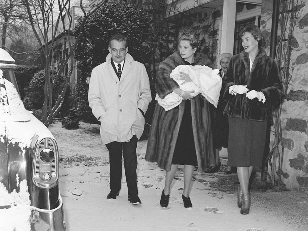 <strong>NÆRT FORHOLD TIL FAMILIEN:</strong> Etter vielsen reiste paret flere ganger til USA, blant annet for å være gudfar og gudmor for Grace Kellys niese. Foto: Stella Pictures
