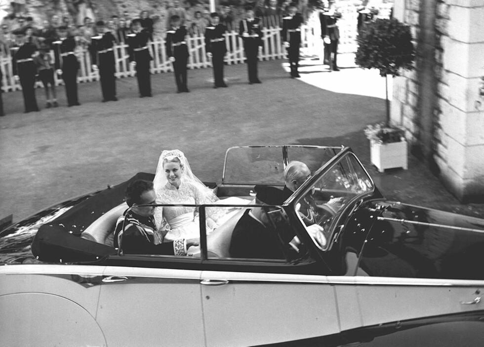 <strong>FOLKEST:</strong> Monaco stod på hodet under bryllupsfesten i 1956, og i bryllupet var blant annet flere av verdens mest populære filmstjerner. Foto: Stella Pictures