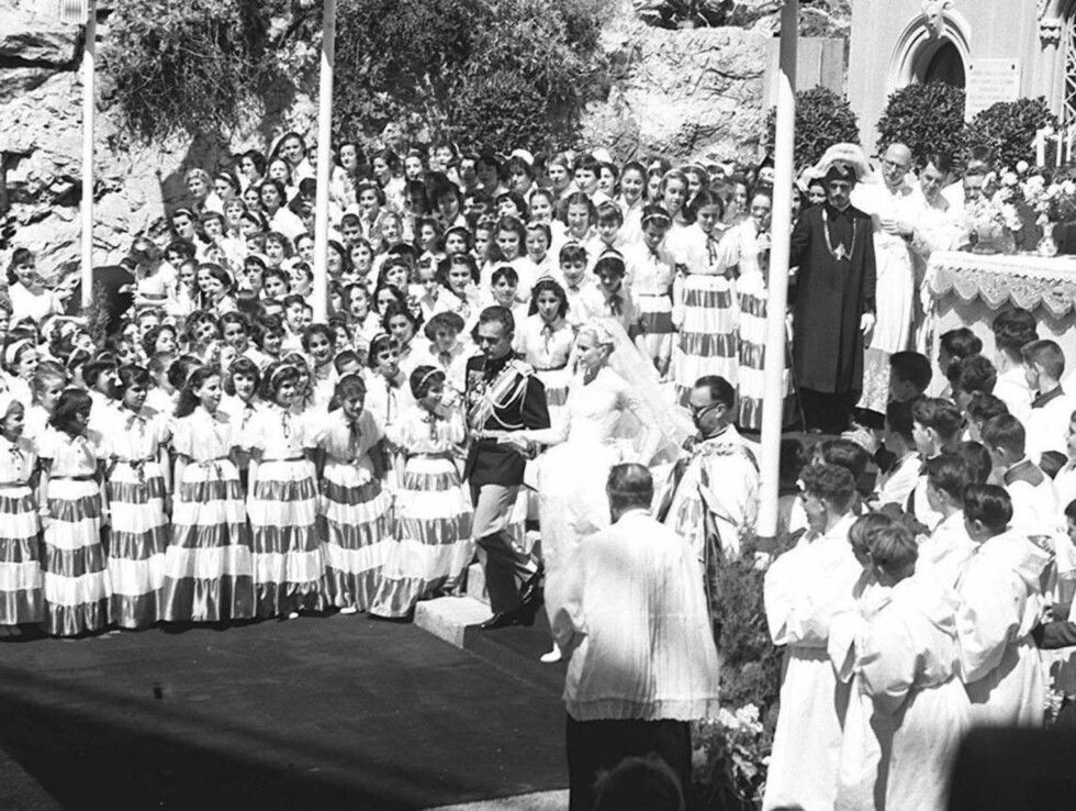 <strong>TRENGESEL:</strong> Det var trangt om plassen da fyrst Rainier fikk sin kjære 18. april 1956. Foto: Stella Pictures