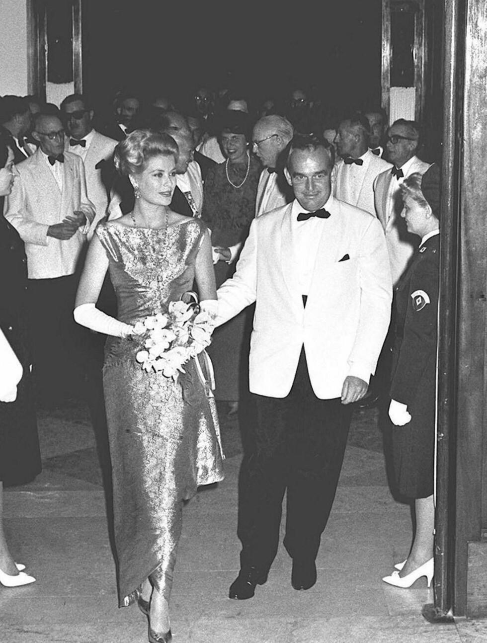 <strong>ELEGANT PAR:</strong> Fyrst Rainier og hans kone Grace Kelly på ball i 1961. Foto: Stella Pictures