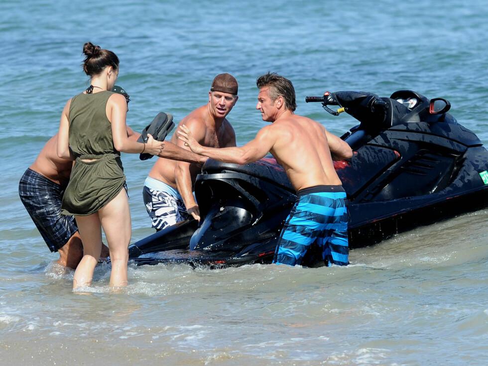 <strong>PÅ VANNSCOOTER:</strong> Koplin og Penn lekte seg i vannet. Foto: All Over Press