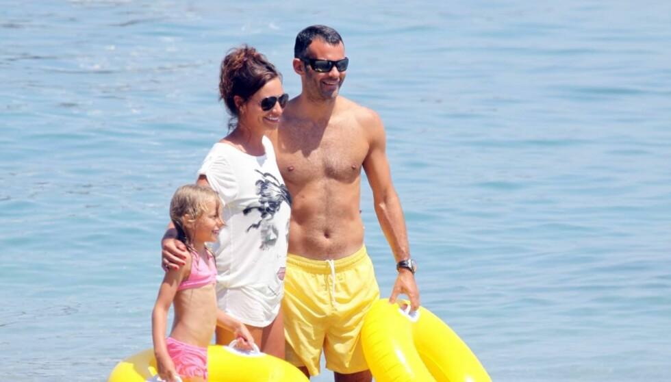 TILGITT: Ryan Giggs, kona Stacey og barna nyter for tiden en familieferie sammen på Mallorca for å komme over Ryans utroskap-skandale. Dette bildet er fra fjorårets Spania-ferie i Marbella. Foto: Stella Pictures