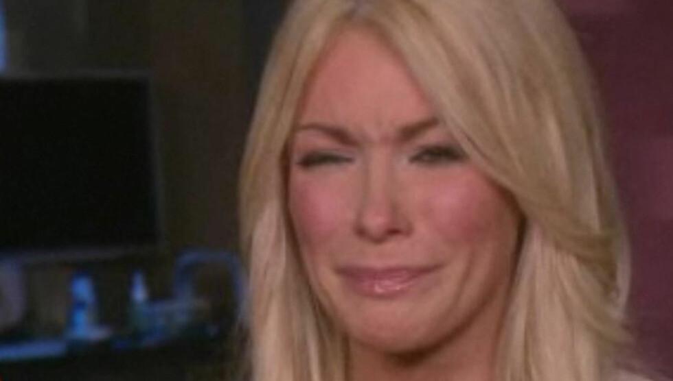 BRYTER UT I GRÅT: - Jeg føler at jeg skuffet alle, sier Crystal Harris før hun bryter ut i gråt.
