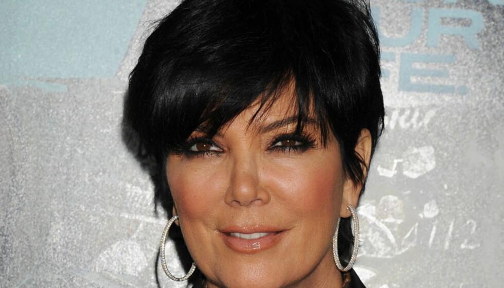 HAR OPERERT: Kim Kardashians vakre mor, Kris Jenner, skal ha lagt seg under kniven for å kunne se best mulig ut under datterens bryllup i august. Her er hun avbildet på «Unknown»-premieren i Los Angeles i februar - før ansiktsløftningen.  Foto: Stella  Pictures