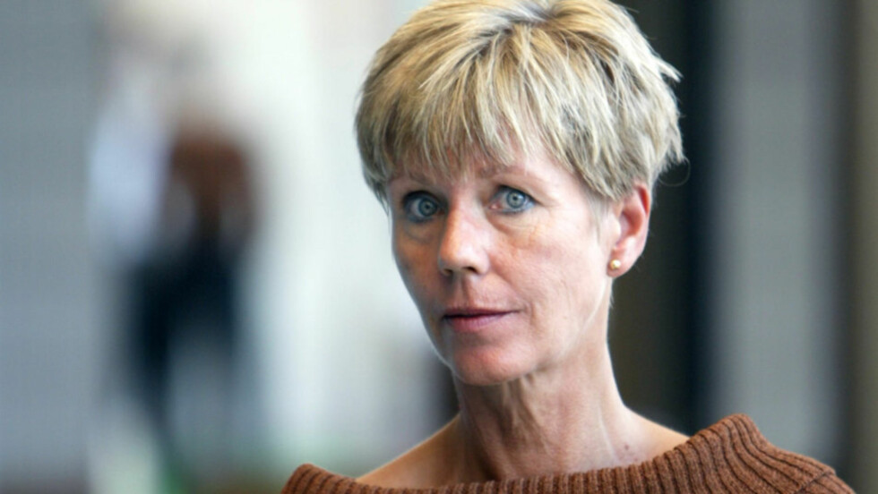<strong>DØDSANGST:</strong> Krimforfatter Karin Fossum mener eldre blir tatt for dårlig vare på når de bor på sykehjem. Selv er hun redd for å møte på en gal sykepleier i alderdommen. Her avbildet i 2002.   Foto: SCANPIX
