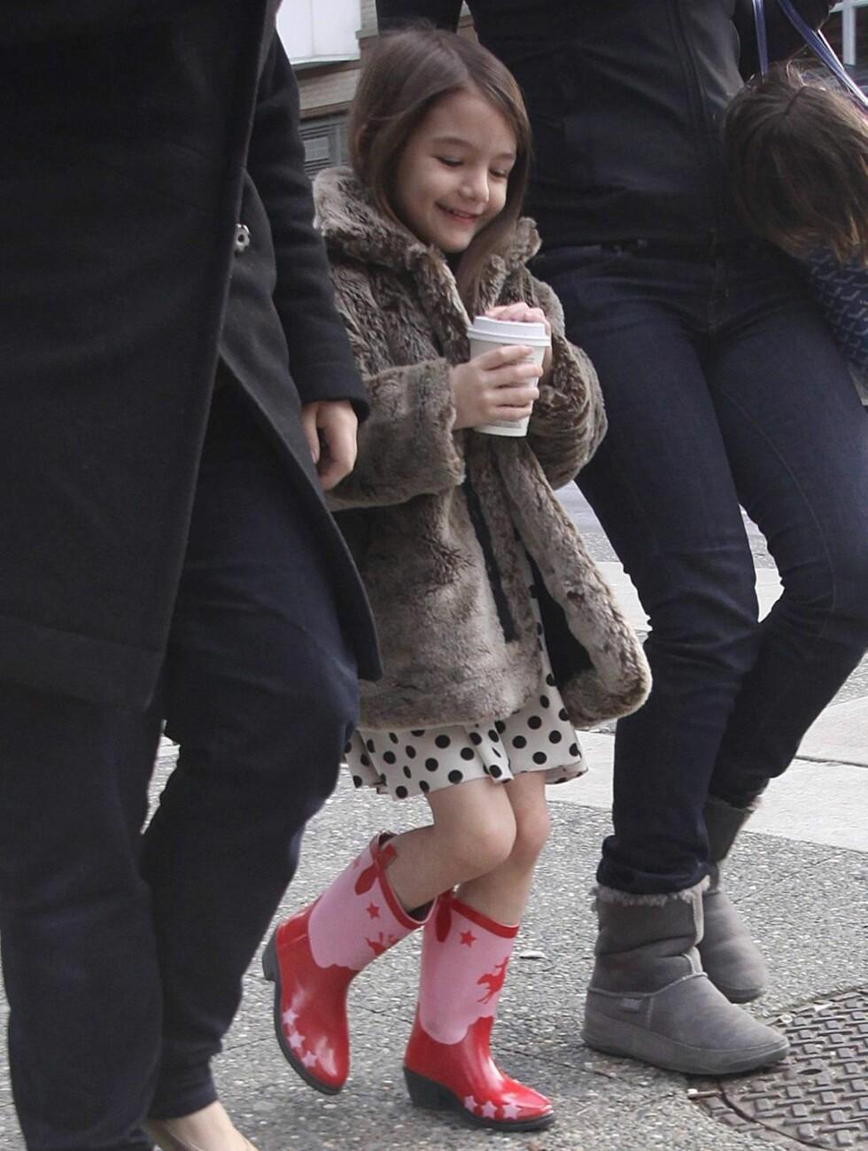 VOKSEN STIL: Til å bare være fem år, har Suri en voksen klesstil. Foto: All Over Press