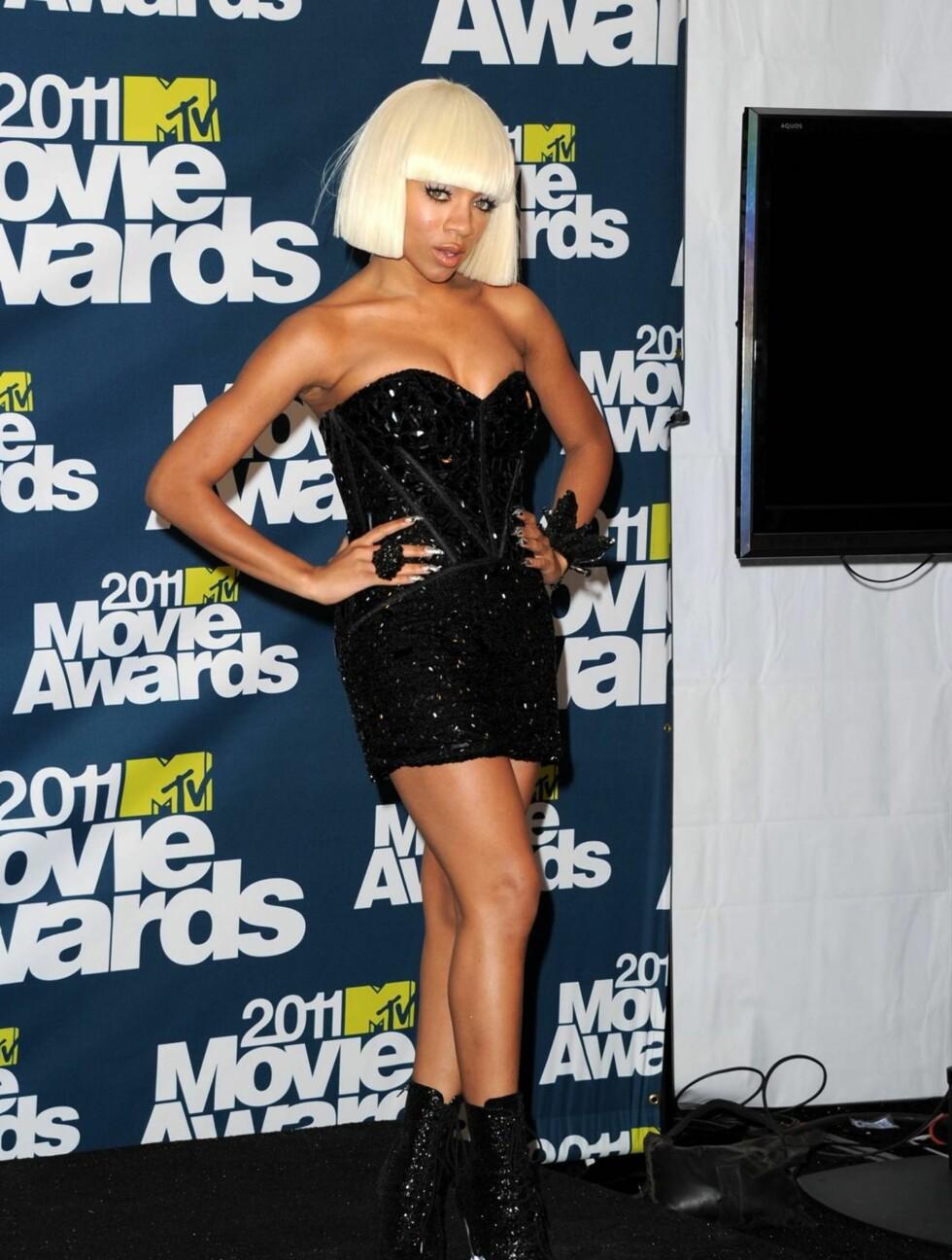 <strong>SKILTE SEG UT:</strong> Rapperen Lil Mama vakte oppsikt i sin Sheri Hill-kjole. Foto: All Over Press