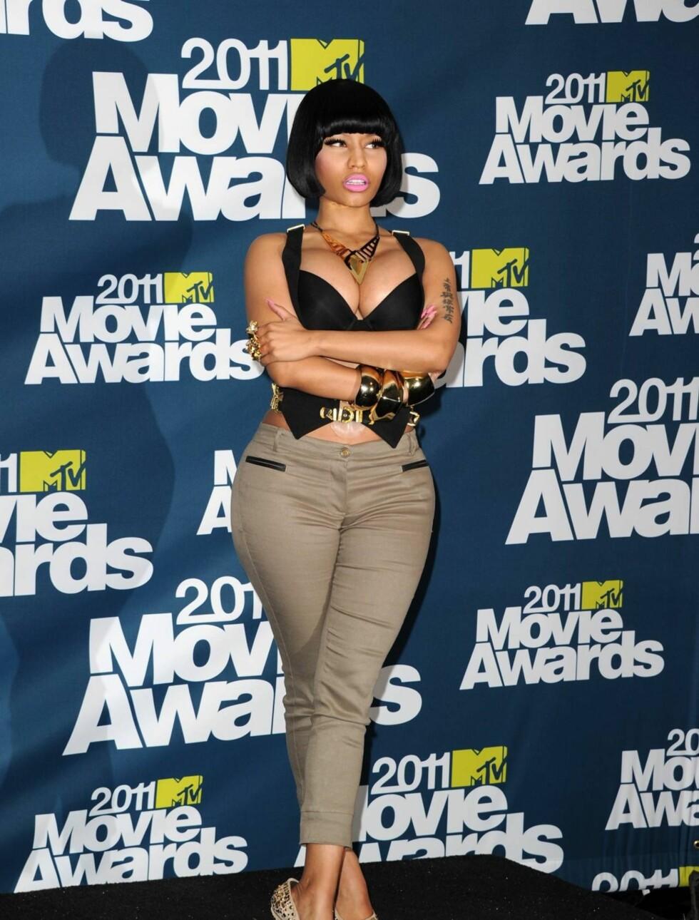 <strong>SMYKKEFIN:</strong> Popstjernen Nicki Minaj fikk mest oppmerksomhet for sitt futuristiske smykke, fra merket TomTom, da hun ankom presserommet. Foto: All Over Press