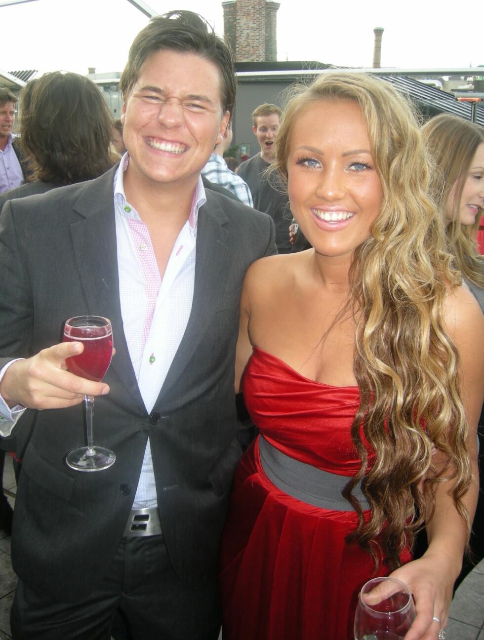 NØT HVERANDRES SELSKAP: Niclas Wicksell og Christina Strandskogen koste seg sammen i sommersola i Oslo på finalfesten. Foto: Sølve Hindhamar, Seher.no.