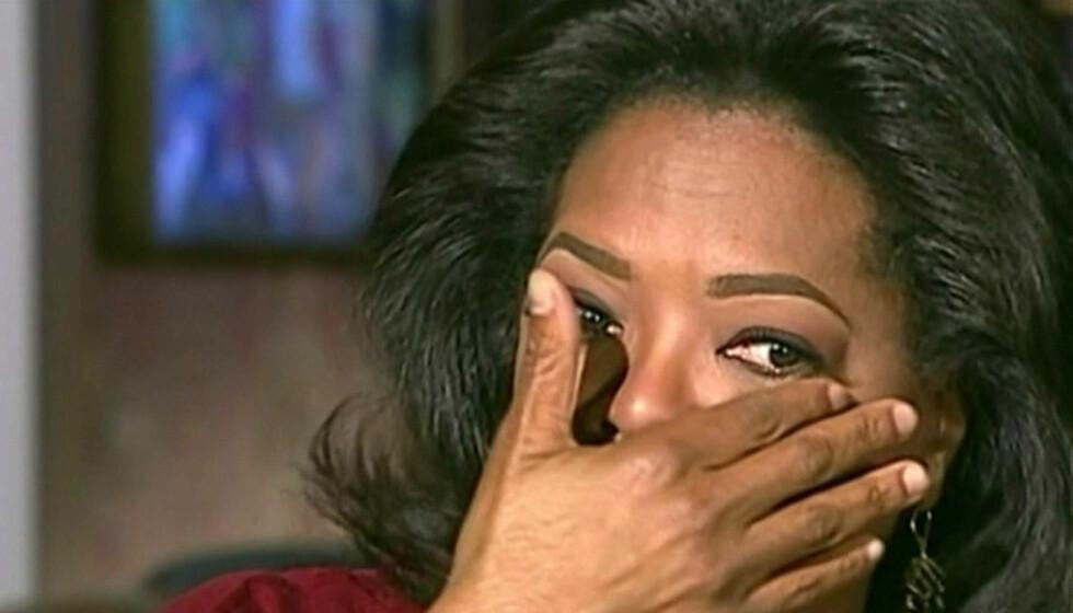 <strong>MANGE RØRENDE ØYEBLIKK:</strong> Oprah Winfrey har grått 79 ganger i løpet av sin karriere på TV. Her bryter hun sammen i gråt da Barbara Walters i fjor intervjuet henne om bestevenninnen Gayle King.  Foto: Stella Pictures