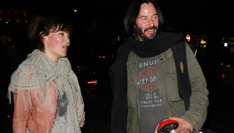 <strong>NY KJÆRESTE?:</strong> Keanu Reeves hadde med seg en ukjent kvinne på restaurant i helgen. Foto: All Over Press