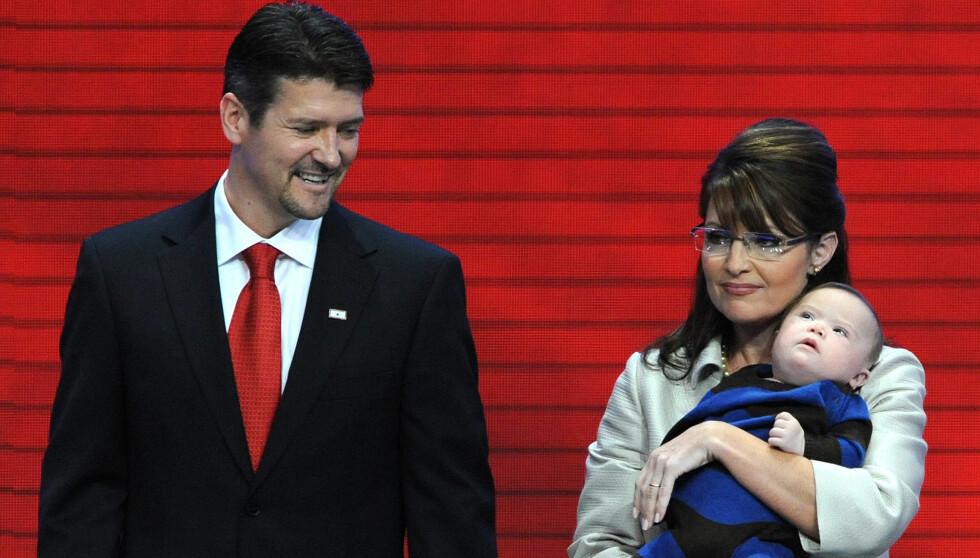 - SKILLES: Det er amerikanske Globe Magazine som slår opp på forsiden at Sarah og Todd Palin skal skilles. Foto: Stella Pictures