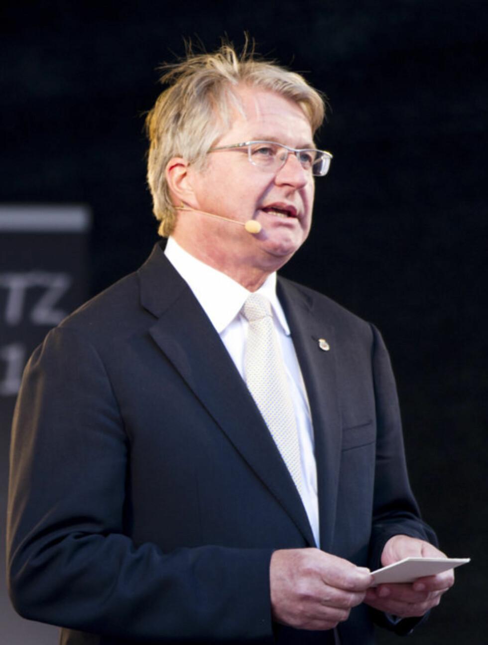 HYLLEST: Oslo-ordfører Fabian Stang var blant de mange som holdt tale over Grete Waitz under minnemarkeringen på Bislett stadion.  Foto: Scanpix
