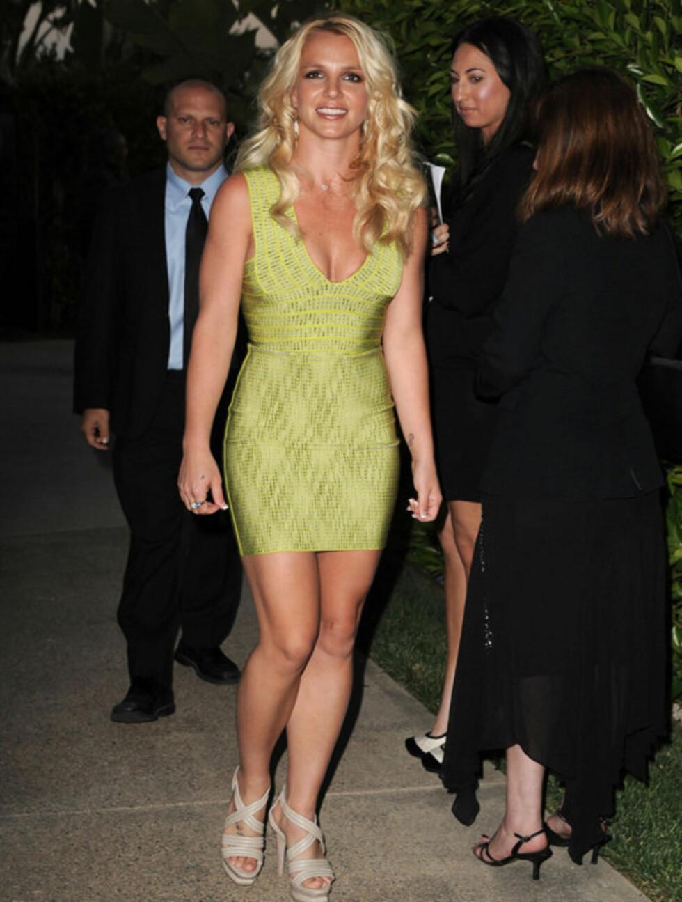 <strong>LEKRE LÅR:</strong> Britney viste stolt frem sin veltrente kropp i Beverly Hills denne uken. Flere medier mener at hun nå er tilbake i sin gode, gamle form.  Foto: All Over Press