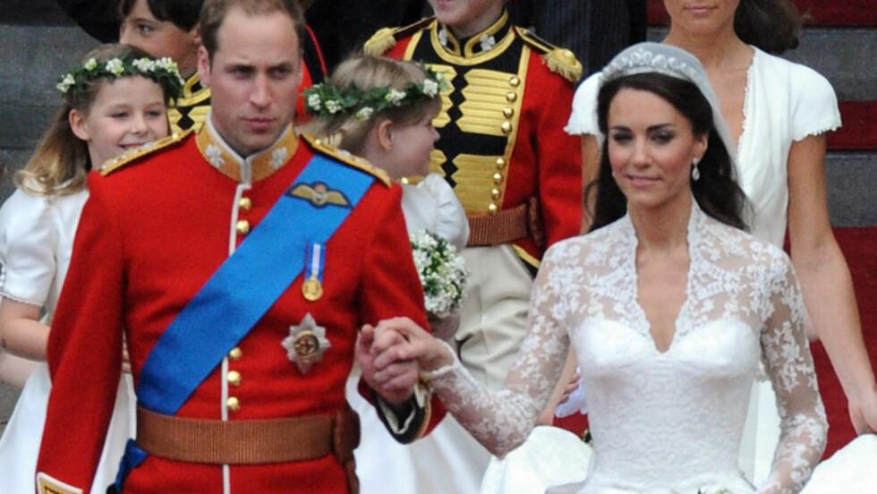 FRA LONDON TIL JORDAN?: Det spekuleres i om bryllupsreisen til Kate og William vil gå til Jordan, der bruden bodde i nesten to og et halvt år da hun var liten. Her forlater de lykkelige nygifte Westminster Abbey fredag.  Foto: Stella Pictures