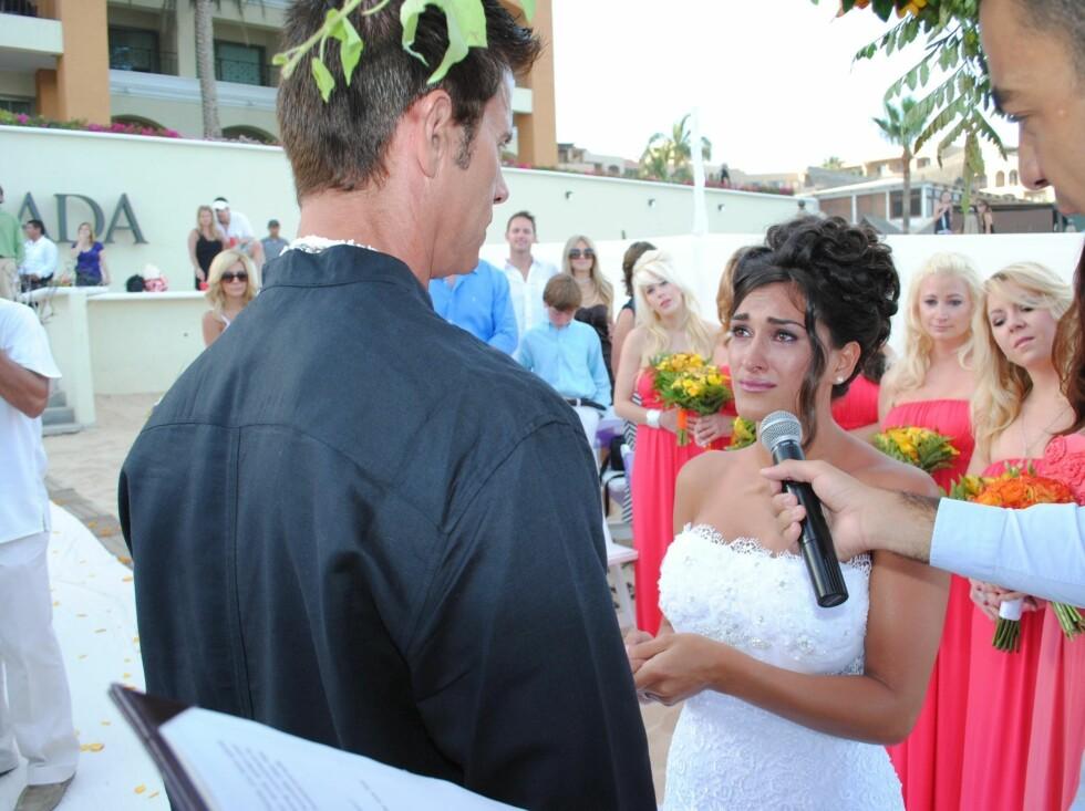 <strong>TÅREVÅTT:</strong> Shawna Craig var svært rørt under bryllupet i helgen. Foto: Black Sheep/FLS