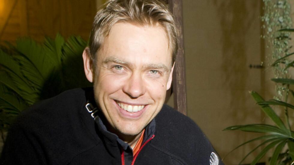 <strong>STJERNE:</strong> Halvard Hanevold har gjort seg bemerket som skiskytter i en årrekke, og i vår har han også vist sine ferdigheter i NRK-programmet 1Mesternes Mester». Nå blir han far og ektemann for første gang. Her avbildet under VM i skiskyting i Sør-Kor Foto: Scanpix