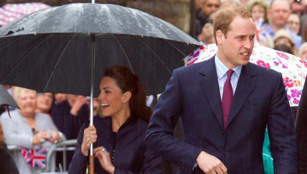 GIFTER SEG: Klokka 12 gifter Kate Middleton seg med sin kjære prins William. Men folkefesten er igang lenge før den tid. Foto: All Over Press
