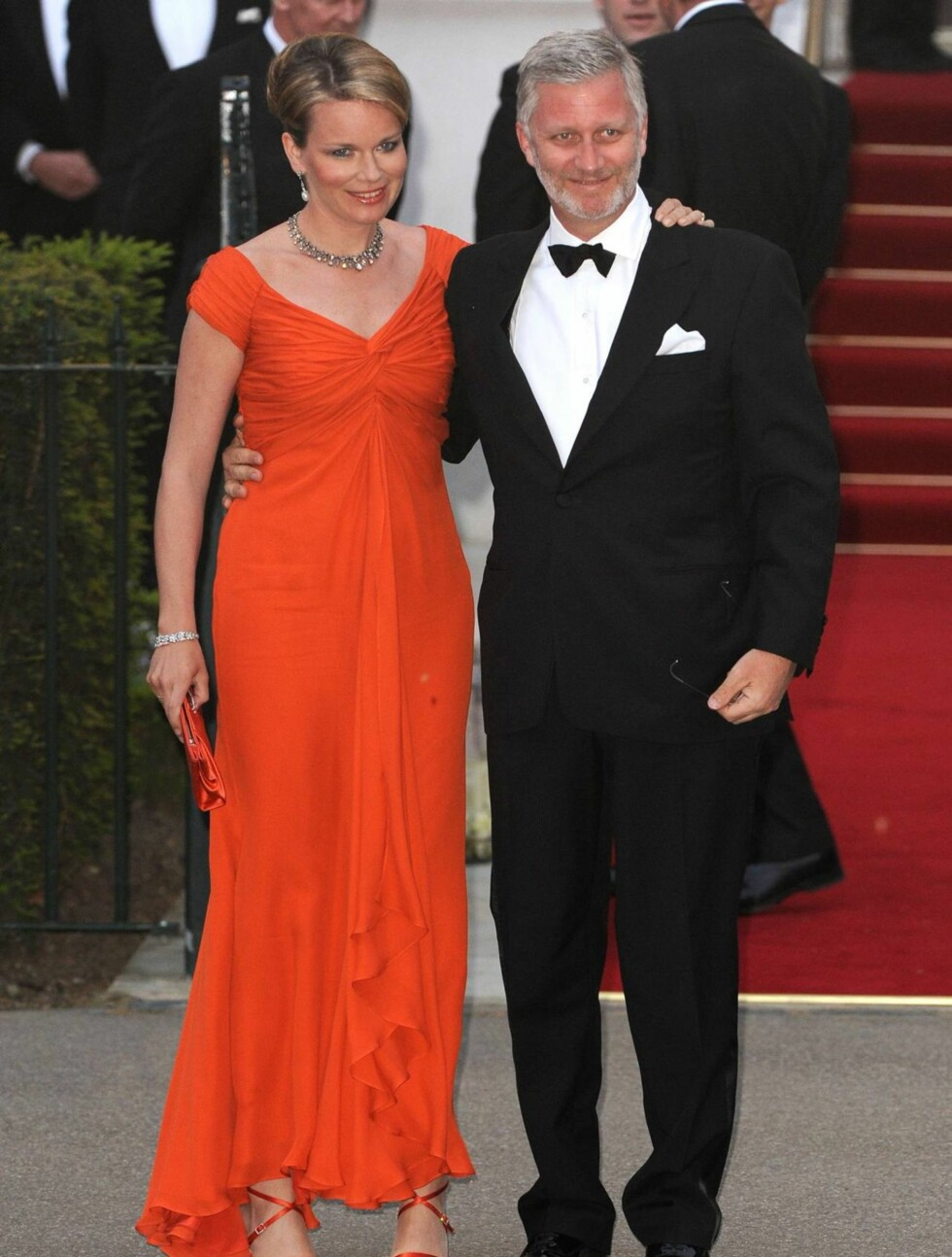 PÅ FEST I RØDT: Belgias kronprins Philippe og hans kone kronprinsesse Mathilde. Foto: Stella Pictures