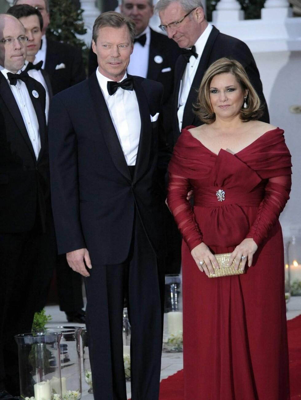 PÅ FEST I RØDT: Storhertug Henri av Luxembourg og kona Maria Teresa. Foto: Stella Pictures