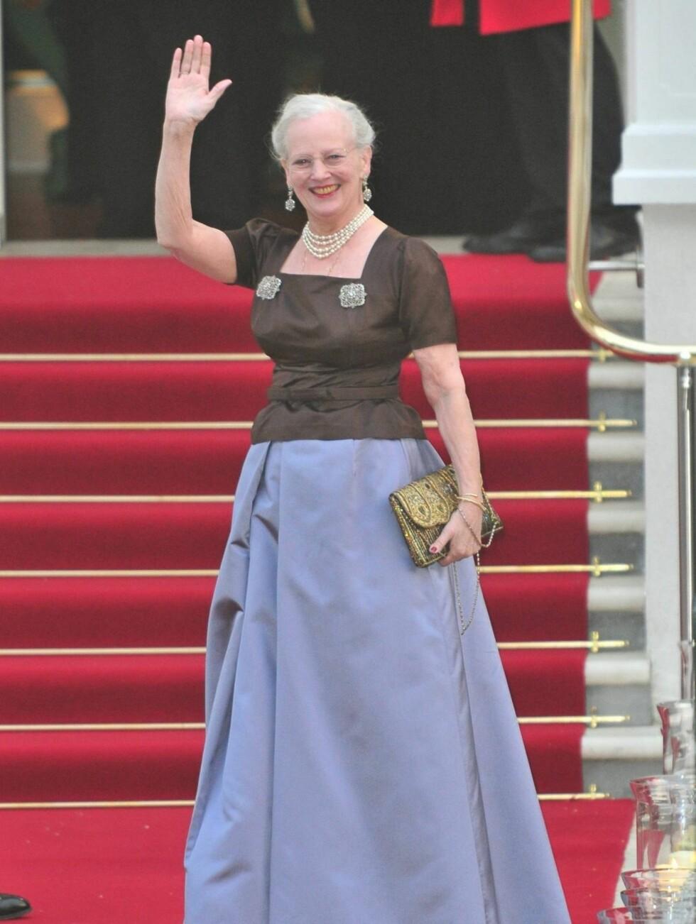 PÅ FEST: Dronning Margrethe av Danmark kom i blått. Foto: Stella Pictures