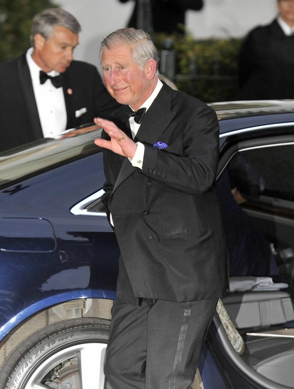 STOLT PAPPA: Prins Charles ankommer den kongelige festen torsdag. Foto: FameFlynet
