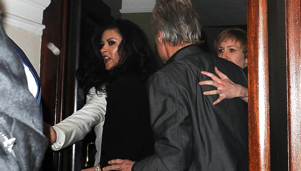KLIKKET: Catherine Zeta-Jones gikk fullstendig amok da hun og Michael Douglas var ute og spiste i slutten av februar. Senere ble det kjent at hun har blitt behandlet for bipolare lidelser type 2.   Foto: All Over Press