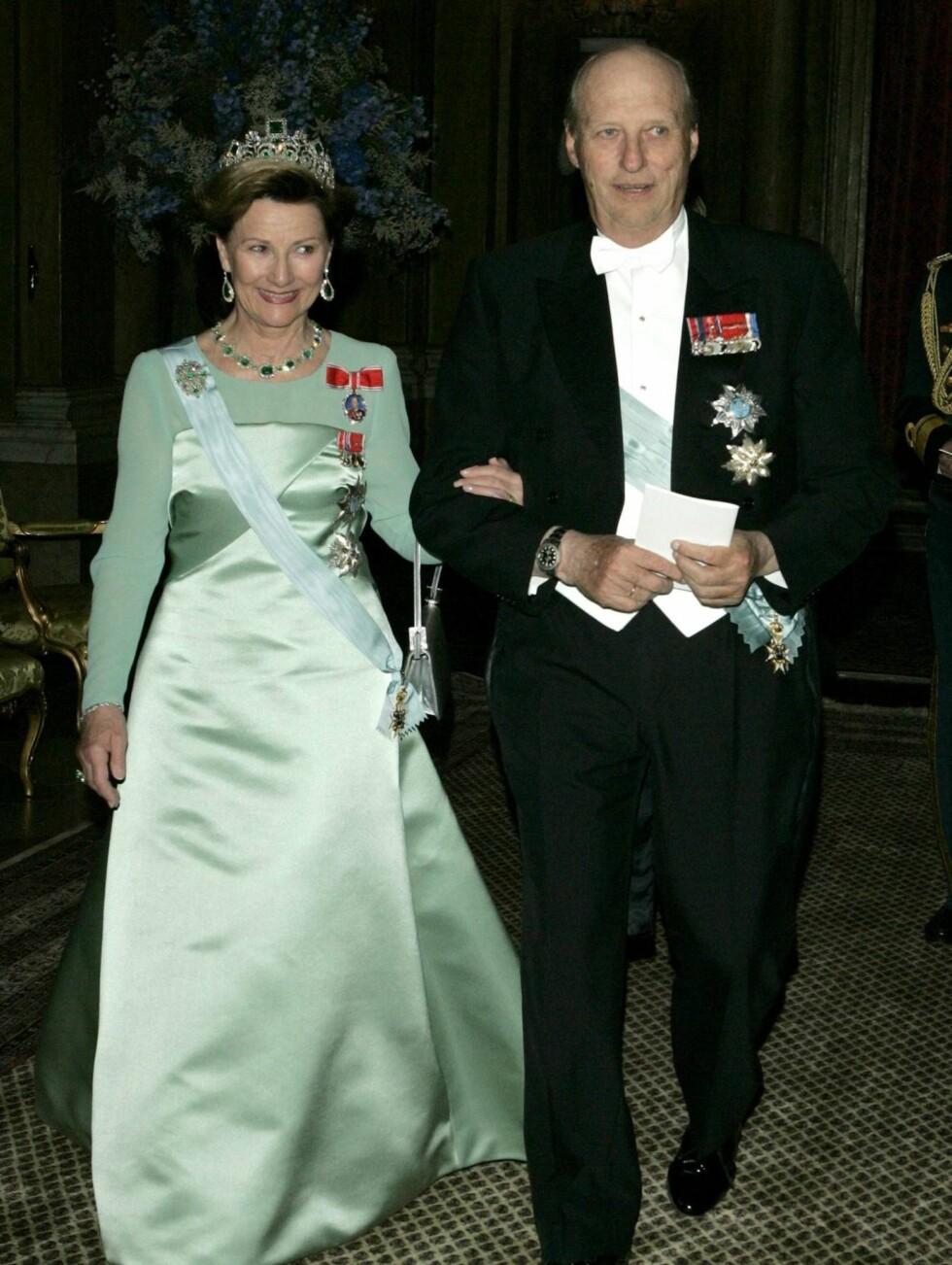 <strong>NORSKE GJESTER:</strong> Kong Harald og Dronning Sonja er blant de mange kongelige gjestene i bryllupet, men de eneste fra Norge som får overvære vielsen. Foto: All Over Press