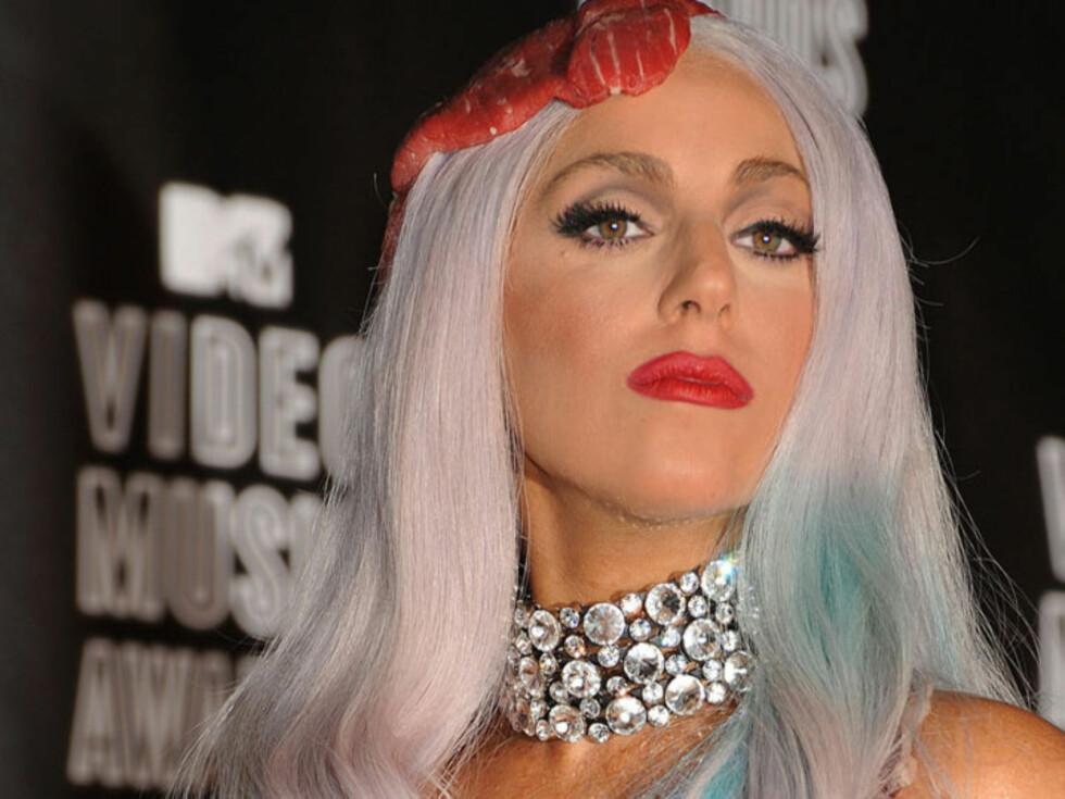 <strong>EKSENTRISK:</strong> Popartsiten Lady Gaga er blitt et moteikon så vel som et popikon med sine kompromissløse antrekk. Nå er imidlertid en av hennes mange fans pågrepet for å ha drept katten sin - for å lage seg et «passende» konsertantrekk...  Foto: Stella  Pictures