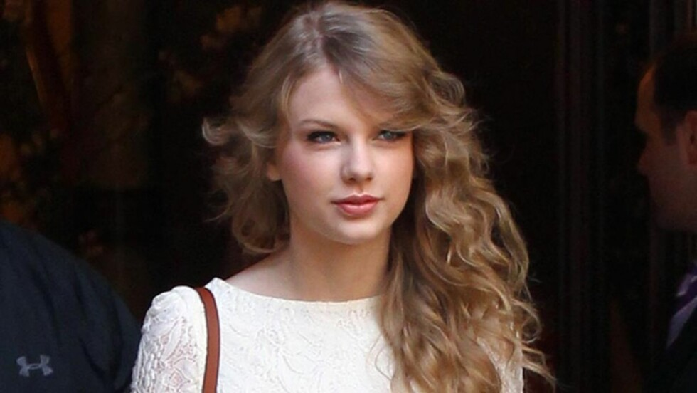 <strong>STILLER IKKE NAKEN:</strong> Taylor Swift gjør ikke som andre stjerner og kaster klærne for å selge produktet sitt. Hun velger derimot å kle seg søtt, men tekkelig både i privatlivet og ellers.  Foto: All Over Press