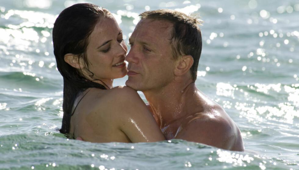 <strong>KLINTE MED BOND:</strong> I 2006 ble Eva Green et sex-symbol verden over, da hun falt for Daniel Craigs rollefigur James Bond i filmen «Casino Royale». Foto: AP