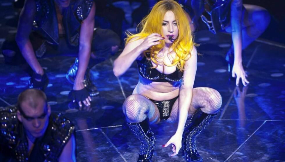 SKAPER USIKKERHET: Sangstjernen får støtte i sine synspunkter på skjønnhetsoperasjoner. Foto: All Over Press