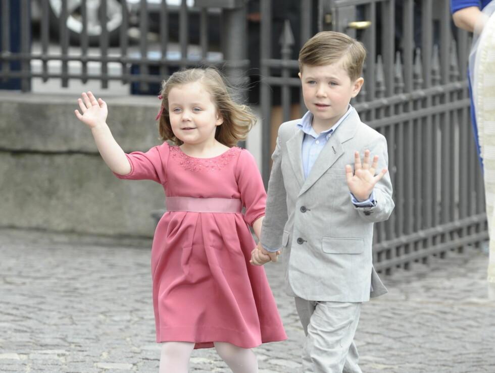 I PERLEHUMØR: Vesle prins Christian og prinsesse Isabella gledet seg til å følge med på dåpen til sine to søsken. Foto: Stella Pictures