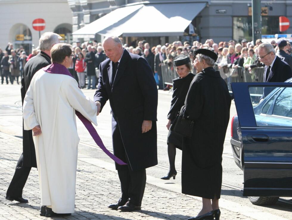 <strong>KONGEFAMILIEN GJESTER:</strong> Kong Harald, dronning Sonja og prinsesse Astrid var selvskrevne gjester i statsbegravelsen. Foto: Per Ervland/Seher.no