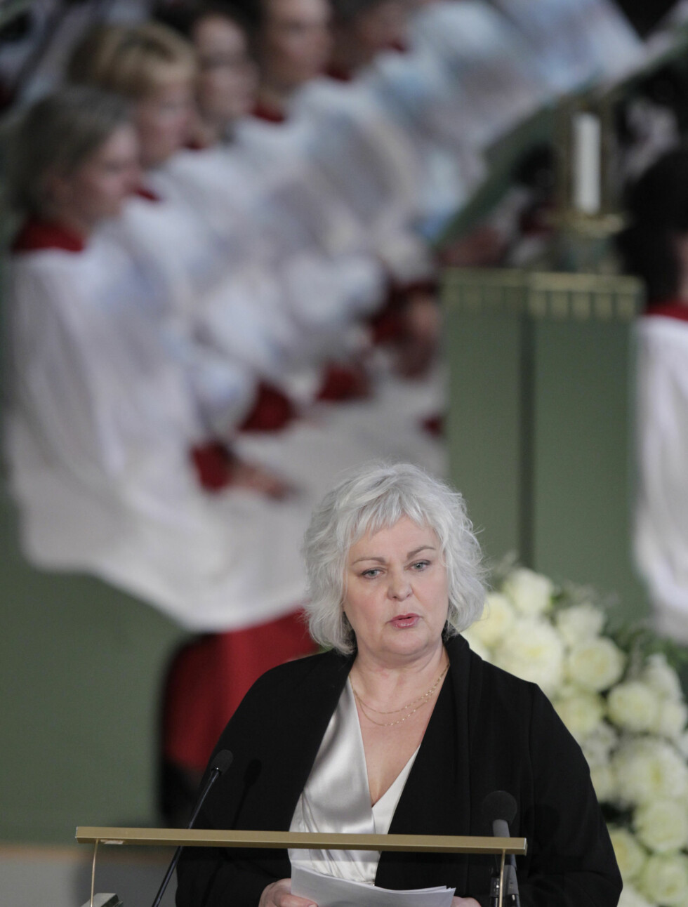 <strong>MINNEORD FRA TEATERET:</strong> Ellen Horn snakket om Wenche Foss sitt bidrag på Nationaltheatret i sin minnetale. Foto: Scanpix