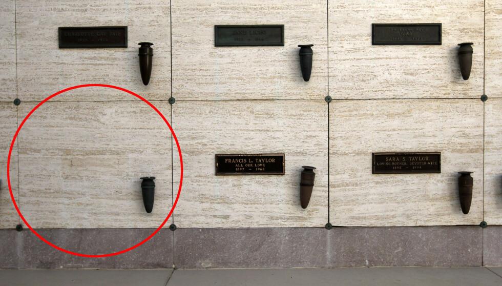 <strong>VED FORELDRENE:</strong> Elizabeth Taylors siste hvilested skal angivelig bli her, sammen med foreldrene Francis og Sara Taylor. Plassen ved Taylors far, er som man ser på bildet ledig.  Foto: All Over Press
