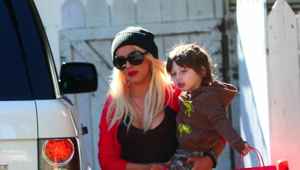 <strong>TRIVES I MAMMAROLLEN:</strong> Christina Aguilera hevder hun fokuserer på rollen som mamma for vesle Max (2) og ikke er den party-kvinnen hun ofte fremstilles som i media. Foto: All Over Press