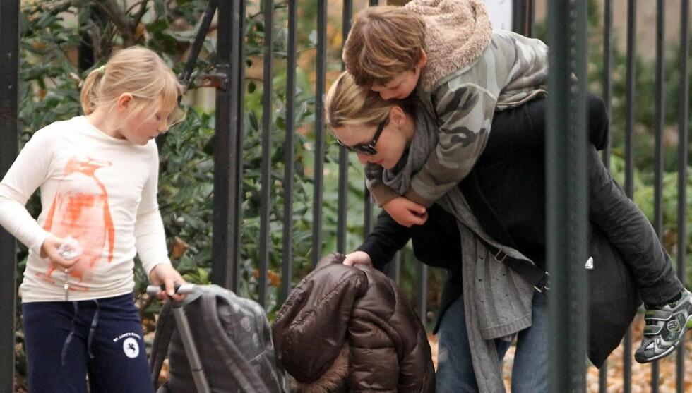 <strong>LYKKELIG TOBARNSMOR:</strong> Kate Winslet har nok av oppgaver å holde styr på som tobarnsmor, men hun insisterer på at hun klarer seg flott uten en mann i livet. Foto: All Over Press