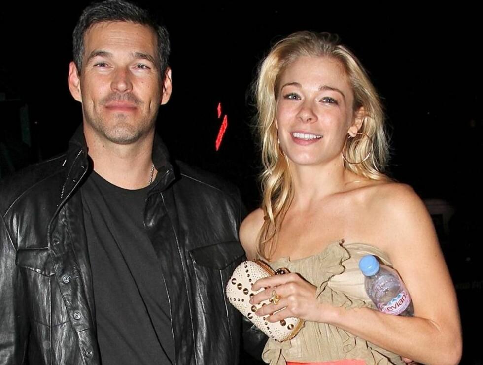 STRÅLER: Eddie og LeAnn viser seg ofte sammen, og det er tydelig at paret er forelsket. Foto: All Over Press