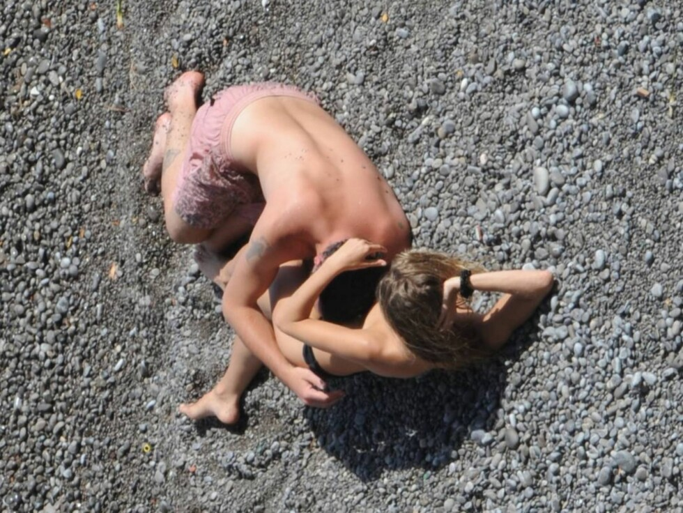 SKAPTE OVERSKRIFTER: Disse bildene av Sienna Miller og Balthazar Getty skapte store overskrifter i mediene verden rundt. Utroskapet ble omtalt som et av årets verste. Foto: Stella Pictures