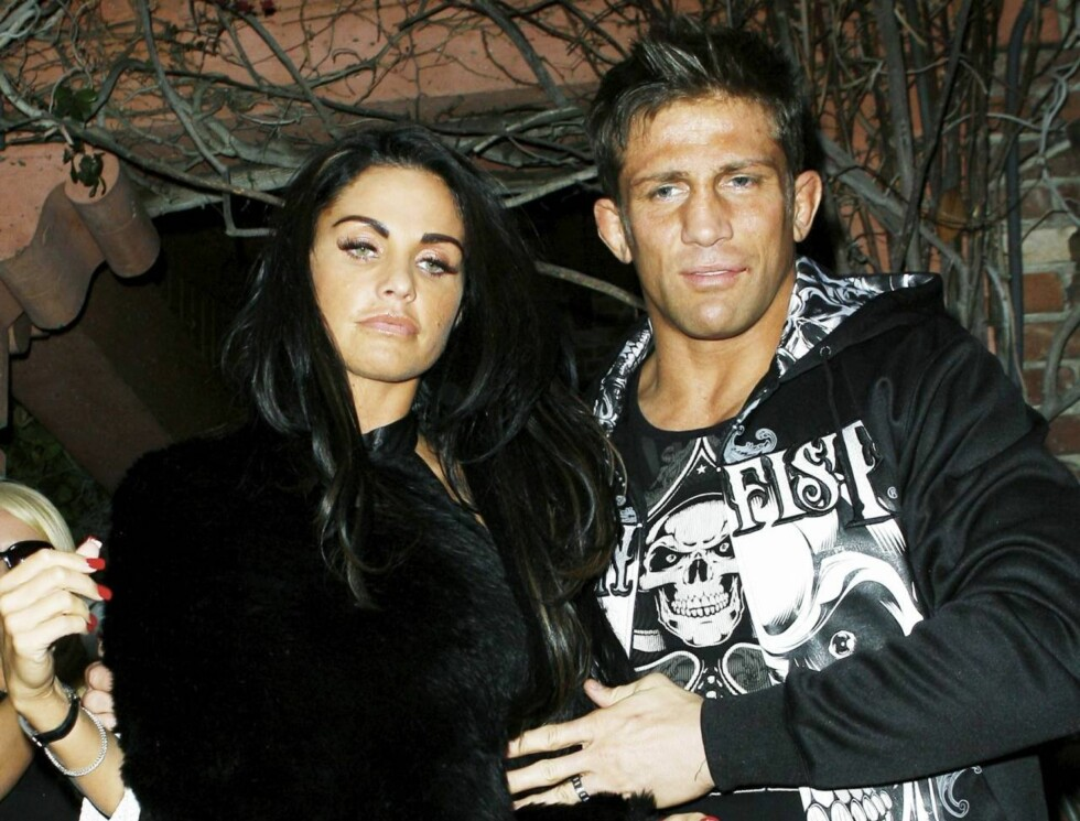 KAOS: Katie Price og Alex Reids store dag ble ikke like idyllisk som planlagt. Foto: All Over Press