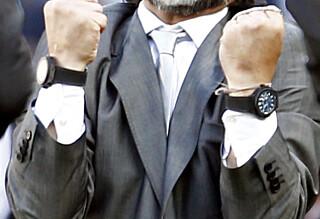 Derfor bruker Maradona to klokker
