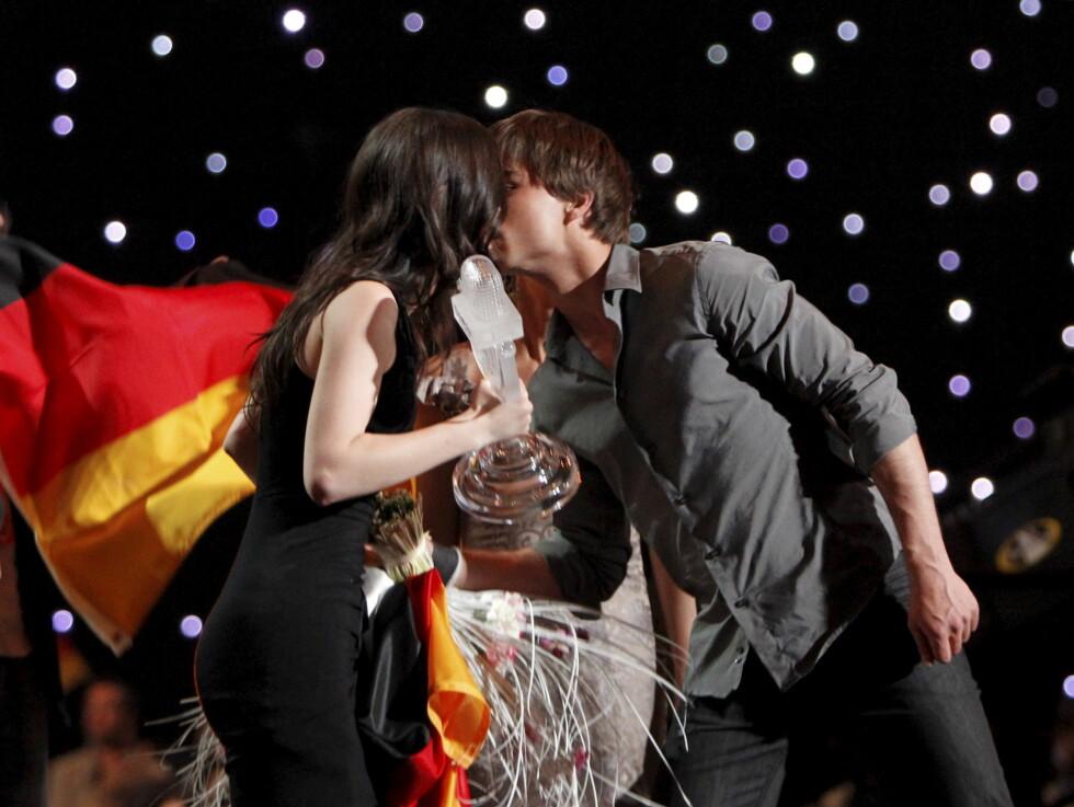 NEKTET Å SNAKKE OM KYSSET: - Aleksander er en god venn, var alt tyske Lena ville si om hvordan det var å kysse Alexander Rybak etter at Eurovision-seieren var sikret. Foto: SCANPIX