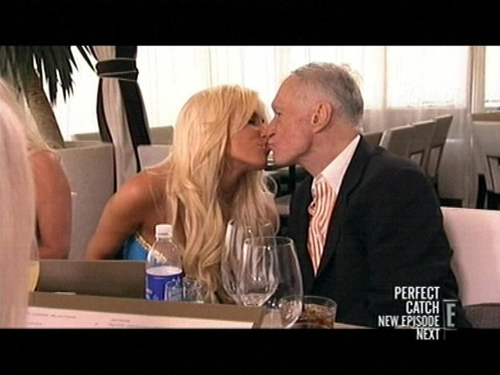 TROFAST? - Hun er verdt å ta vare på,  sier Hugh Hefner om kjæresten Crystal Hefner. Her fra innspillingen Girls of the Playboy Mansion.  Foto: Stella Pictures