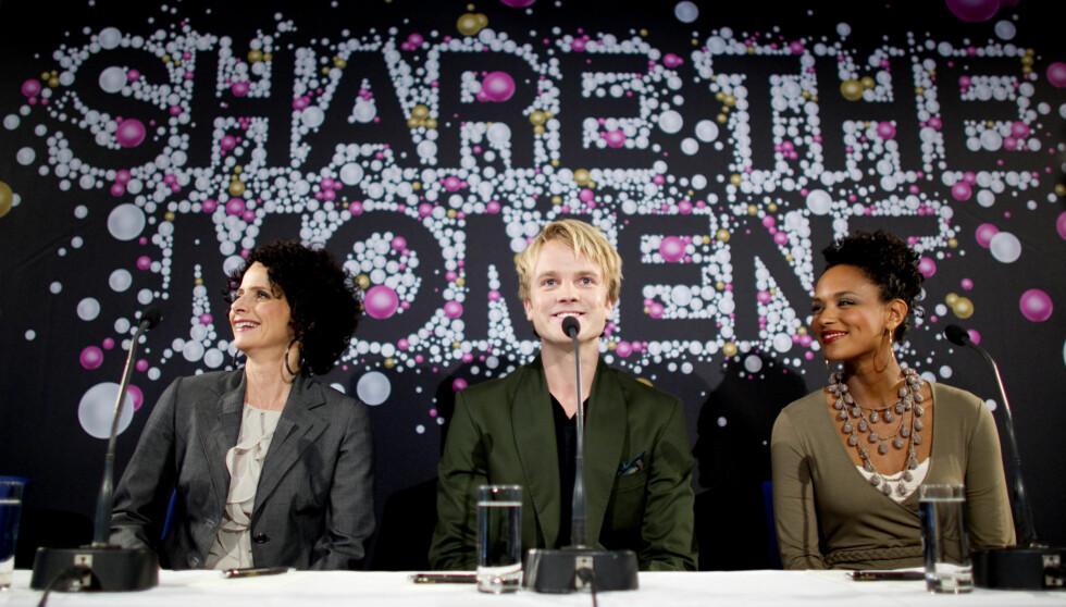 LEDER GRAND PRIX: NRK lanserte onsdag ettermiddag programlederne for Eurovision Song Contest på Grand Hotel i Oslo, fra venstre Nadia Hasnaoui, Erik Solbakken og Haddy Njie. Foto: Scanpix