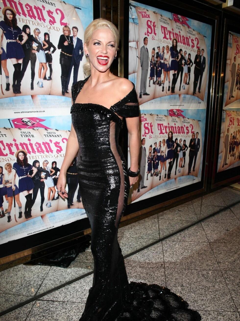 GJENNOMSIKTIG: Sangerinnens kjole var gjennomsiktig både foran og bak. Foto: Stella Pictures