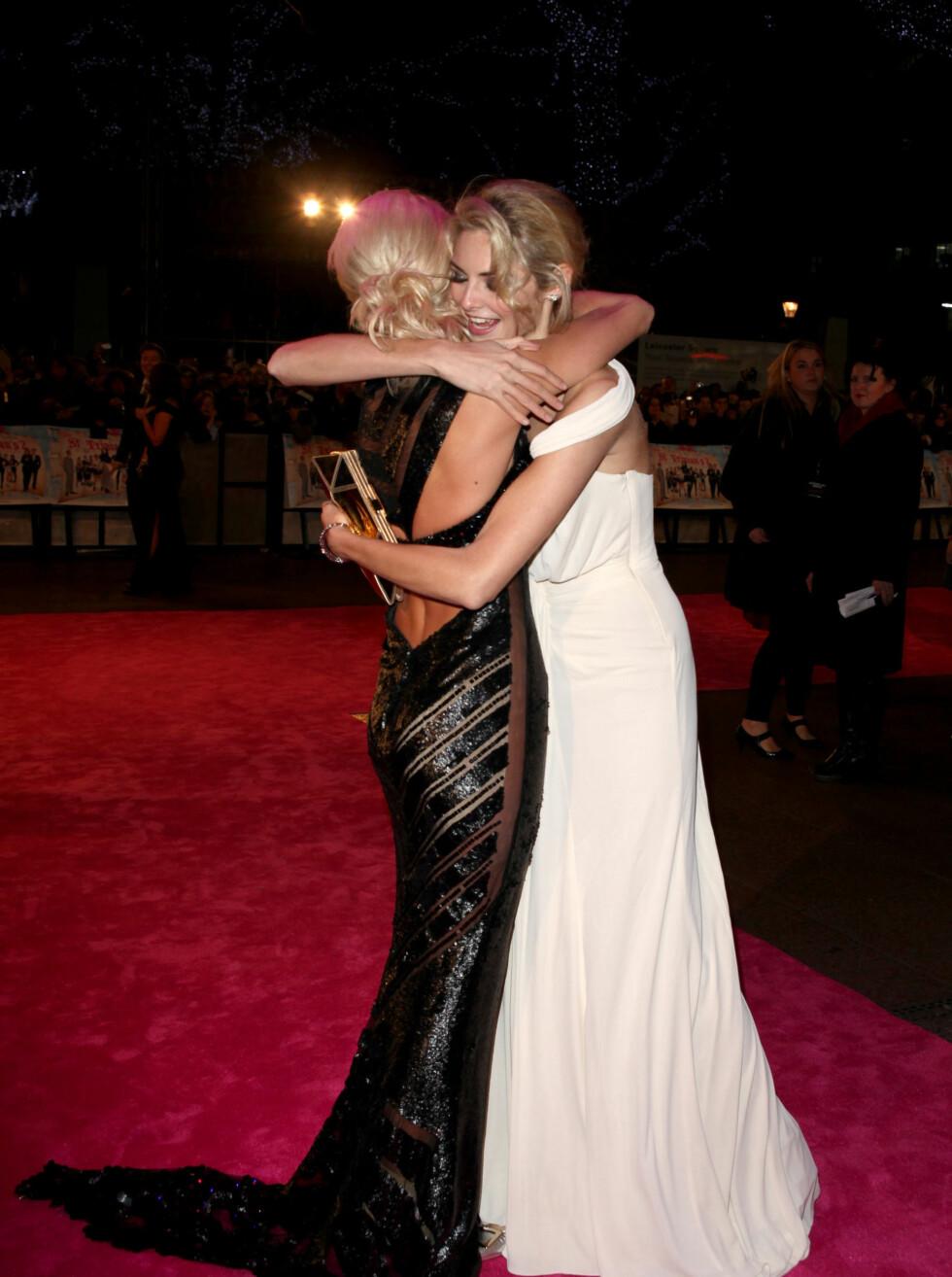 GODE VENNER: Sarah Harding og Tamsin Egerton ble gode venner under innspillingen av filmen. Foto: Stella Pictures