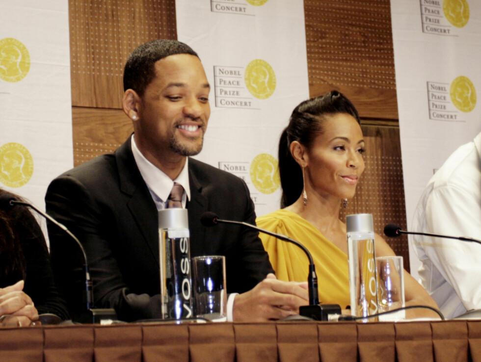 SKRØT AV KONGEFAMILIEN: Will Smith og Jada Pinkett Smith under fredagens pressekonferanse. Foto: Seher.no/Kirsti irgens Ertsås
