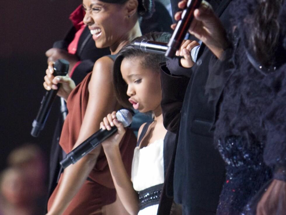 """IMPONERTE: Lille Willow (9) og broren Jaden (10) fikk æren av å åpne avslutningsnummeret """"Man in the Mirror"""". Foto: Per Ervland/Seherno"""